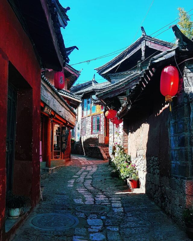 Shuhe Ancient Town is an important part of the Tea Horse Road. It's well preserved, more authentic and less commercial as compared to Old Town of Lijiang.